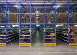 Металните стелажи са надеждно решение за складове