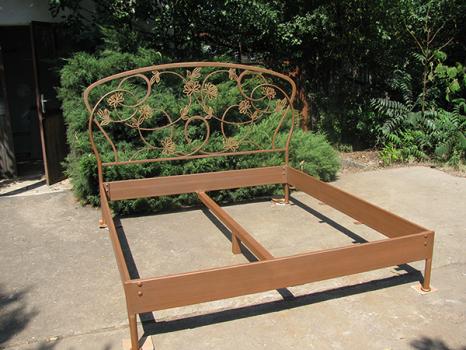 Кованите железни мебели.