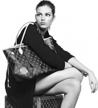 Покупка на дизайнерски дамски чанти от интернет магазини