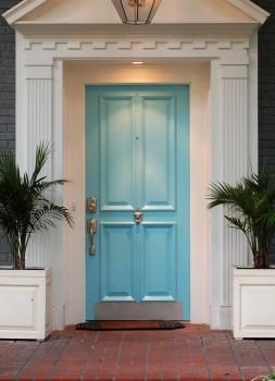 Как да определим посоката на отваряне на металната врата?