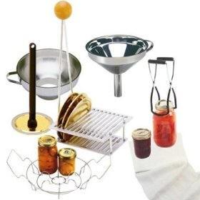 Капачки за буркани, щипка, шпатула, буркани – нужната екипировка за домашно консервиране на храни